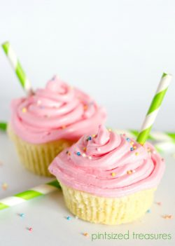 Strawberry Lemonade Cupcakes with Cream Cheese Frosting