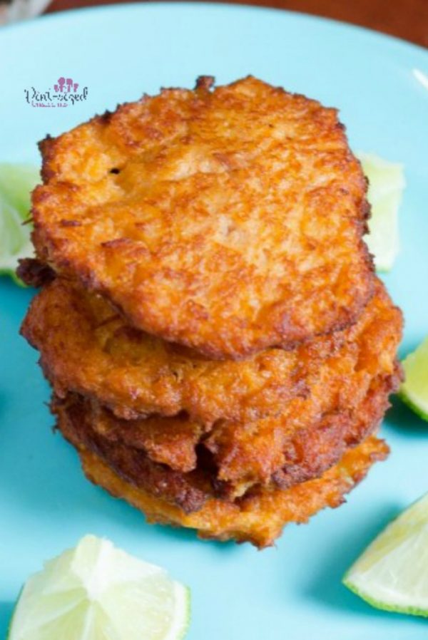 Yum! These crazy-easy, super simple tuna croquettes help busy people get homemade meals on the table! Tuna croquettes are a cinch to make, but they're bursting with delicious spices and flavors! Dig in for an awesome fish recipe that everyone will love! #easydinneridea #easymealrecipes #easydinnerrecipe #tunarecipes #tunacroquettes #tunapatties #easytunarecipe #quickandeasymeals #quickmealideas