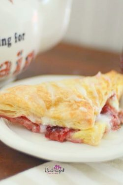 easy strawberry cheesecake turnovers recipe
