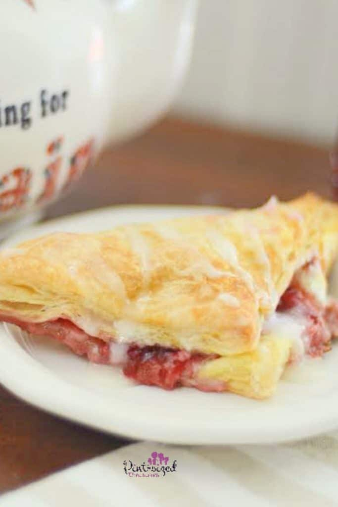 Easy Strawberry Cheesecake Turnovers