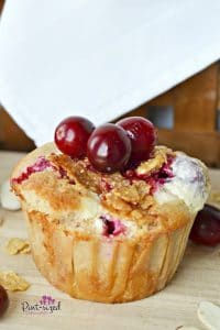 Easy cranberry cheesecake muffins #muffins #cranberryrecipes #cranberry #easymuffins #breakfastmuffins #easybreakfast #bestmuffins #cheesecakemuffins #cranberrycheesecake #cheesecakerecipe