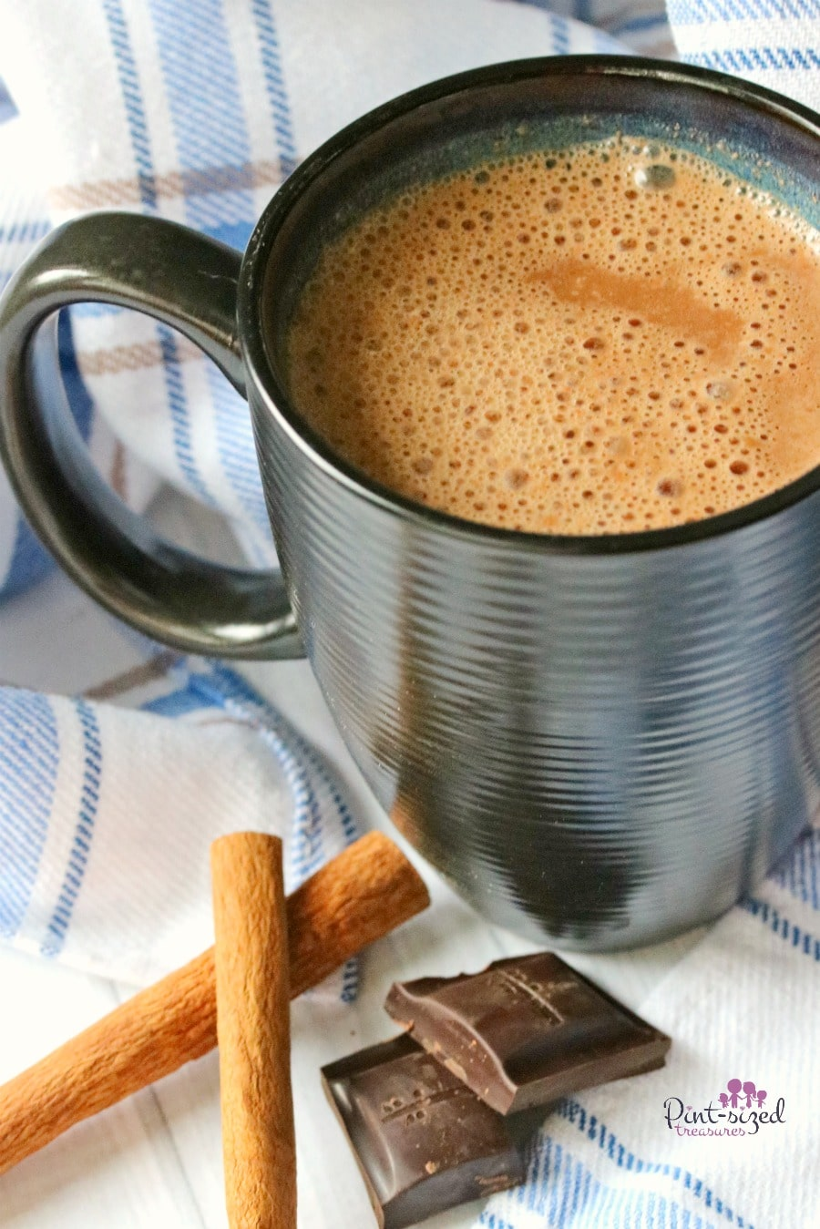 Tiny notes of coconut and almond add musical pizzaz to this minty coconut hot chocolate recipe. This recipe is a chocolate lovers dream who wants to enjoy all treats and warm drinks in a clean eating style!