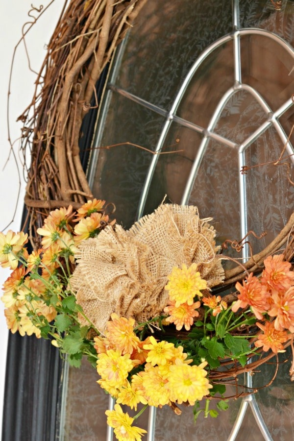 Super pretty DIY fall wreath made with mums