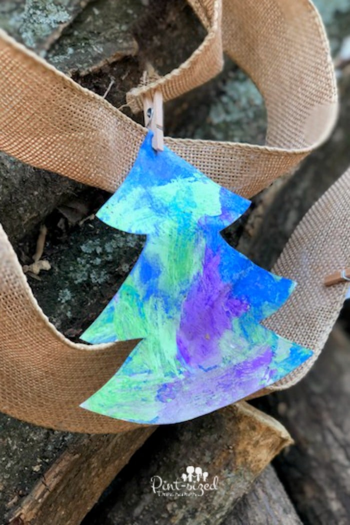 A simple, no mess DIY Christmas tree garland craft the kids can make!