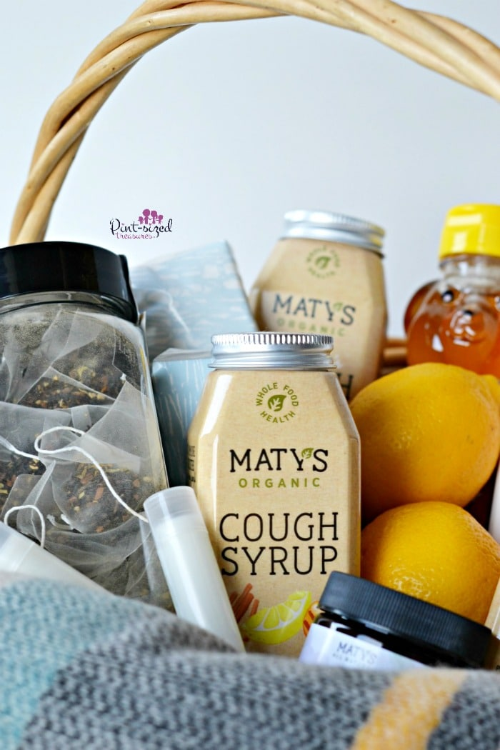 How sweet! These immune boosting gifts that moms actually want are packed in a perfectly perfect gift basket, compete with a printable tag! #carebaskets #immuneboosting #healthyimmunesystem