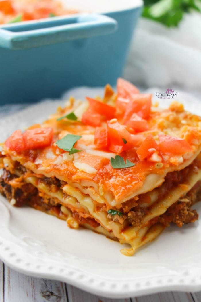 Love Mexican and Italian food? We've got a crazy-easy recipe that your foodie heart will crave! Easy taco lasagna is ready in minutes and it's proven to be a family fave! Grab the easy recipe now! #easyrecipe #tacolasagna #tacobake #tacorecipes #easylasagna #Mexicanfood #Italianfood #comfortfood #easydinneridea #easylunch #cheesymeal
