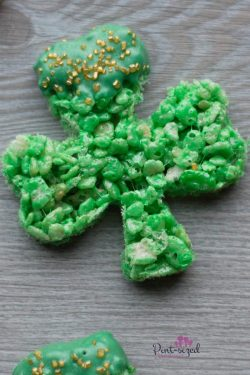 Totally Easy Shamrock Rice Krispie Treats