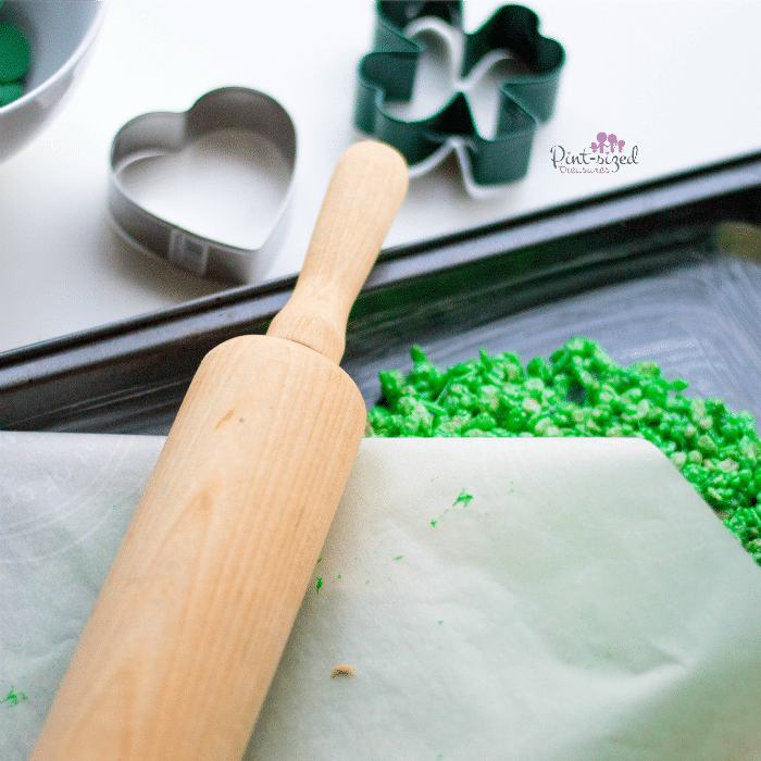 making shamrock Krispy treats