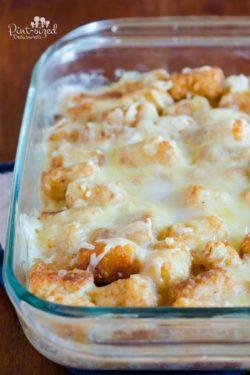 Easy, beefing cheese, tater tot casserole that families love! #familymeals #tatertot casserole #easymeals #tatertots #cheesyrecipes #casserolerecipe #comfortfoodrecipes #casserolesfordinner