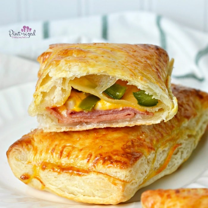 These incredibly easy,ham,cheese and turkey pockets are perfect for an easy meal!
