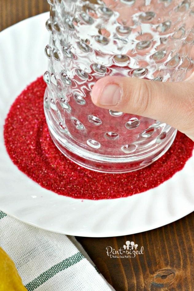 dipping the glass i the glitter for cherry lemonade