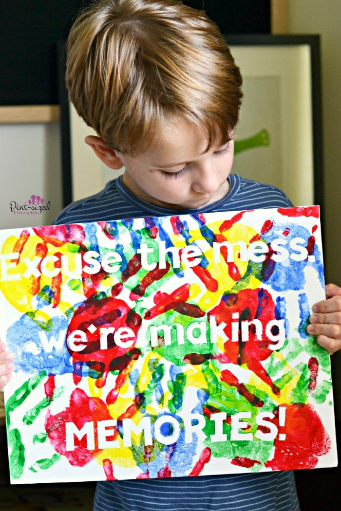 DIY colorful handprint canvases for kids! Super simple craft for toddlers and preschoolers! #toddlercrafts #colorfulcrafts #Handrpintart #handprintcrafts #handprintcanvase #easycanvas