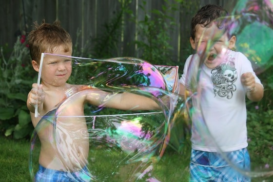 making giant bubbles in the summer with kids
