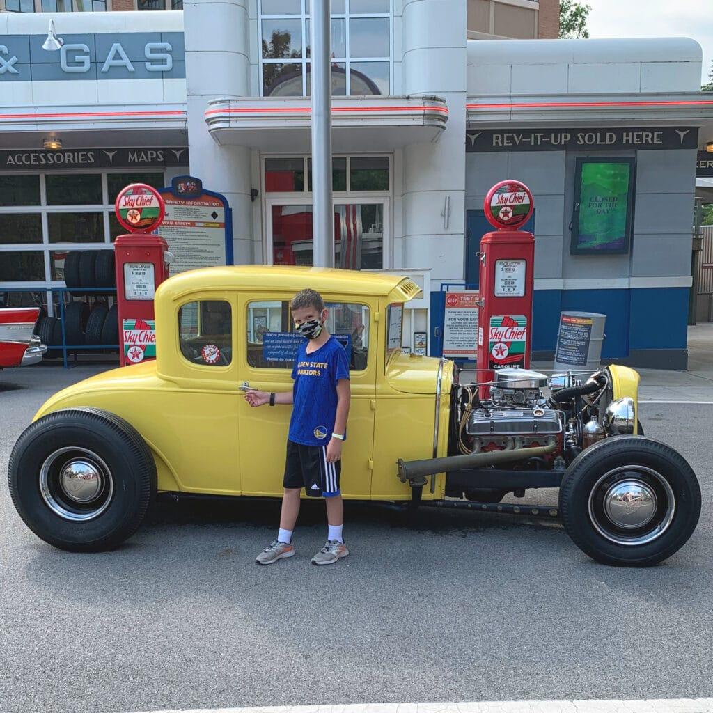 car in Dollywood
