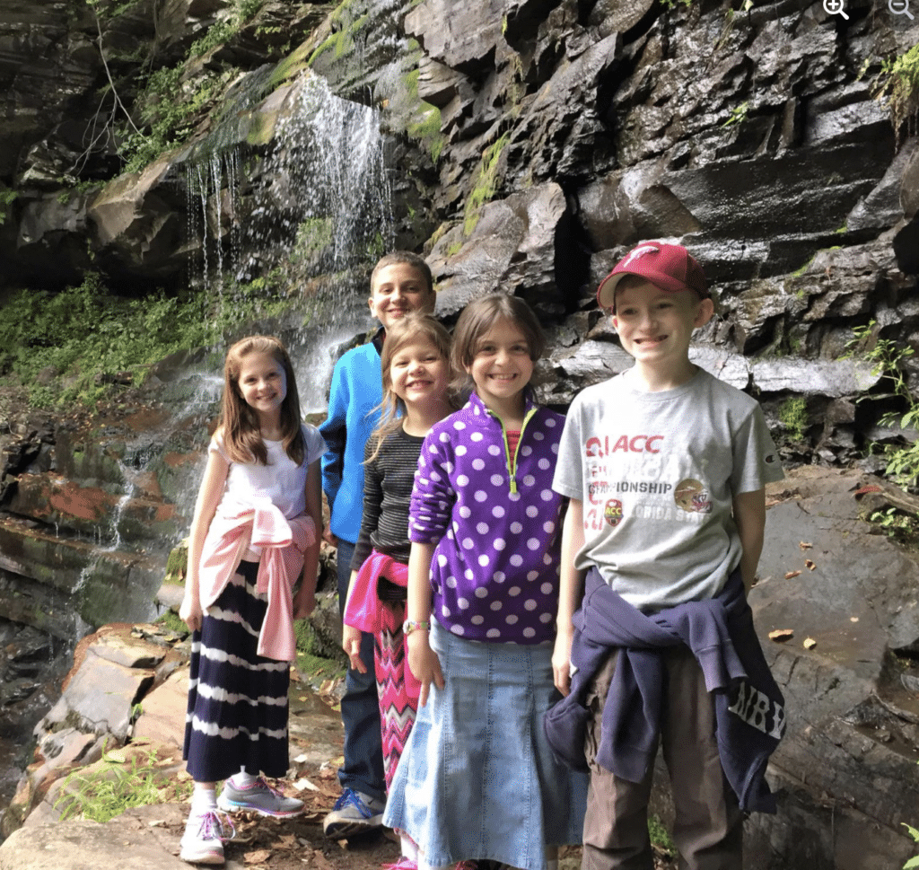 hiking with kids for a free kids activity
